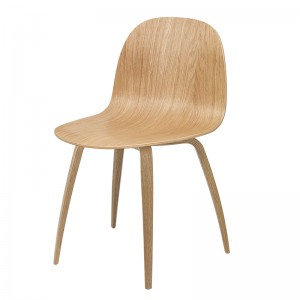 Silla 2d Dining Chair de Gubi Wood base en Moises Showroom
