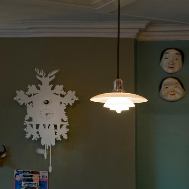 Lámpara PH 2/1 suspendida cromada Louis Poulsen ambiente