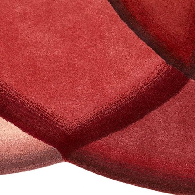 Detalle Crystal Red de Gan Rugs en Moises Showroom