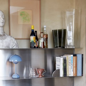 estantería con jarrón Glass vase clear Andtradition