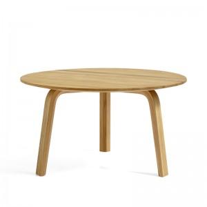 Bella coffee table oiled oak de HAY en Moises Showroom