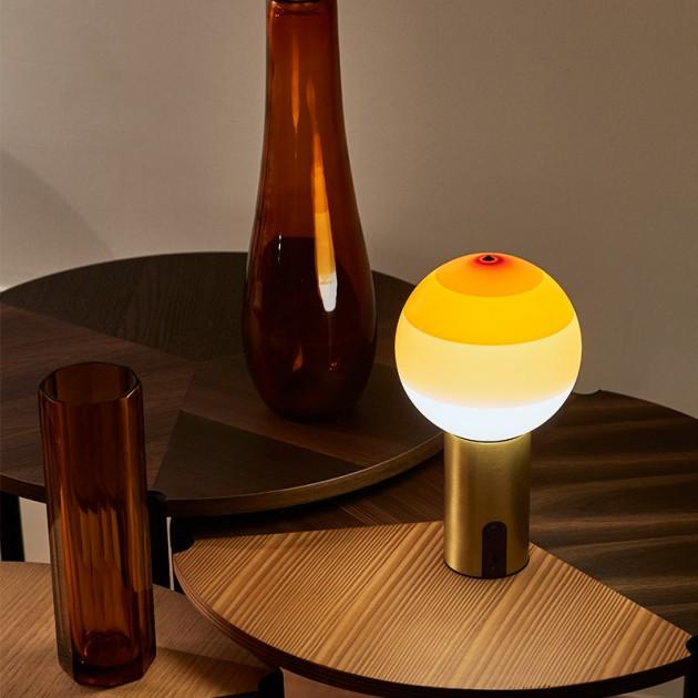ambiente lámpara Dipping light portable ámbar base latón Marset