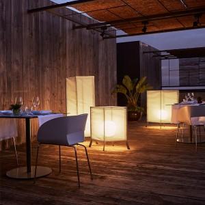 Hotel Terrace con lámparas Laflaca Marset
