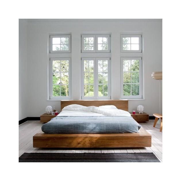 Cama doble colección Madra fabricada en Roble por el equipo de Ethnicraft en ambiente dormitorio.