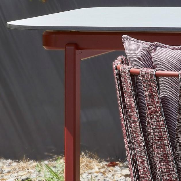 detalle mesa comedor Anthea Indecasa rosa/rojo