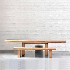 Ambiente exposición mesa comedor Doble extensible en roble de ethnicraft con bancos.