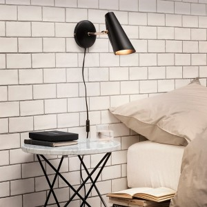Ambiente estudio Lámpara Birdy de pared brazo corto color negro de Northern Lighting. Disponible en Moisés showroom